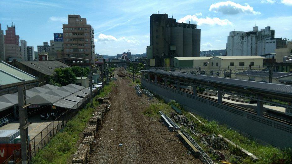桃園鐵路地下化,中央、地方如何分攤經費仍無共識。圖/聯合報系資料照片