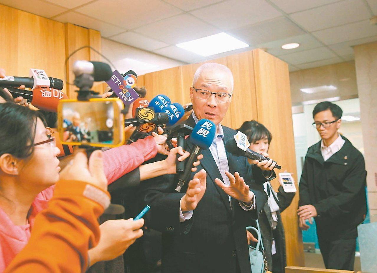 國民黨主席吳敦義(中)日昨表示,國民黨不分區立委提名,沒有派系分贓。 圖/聯合報...