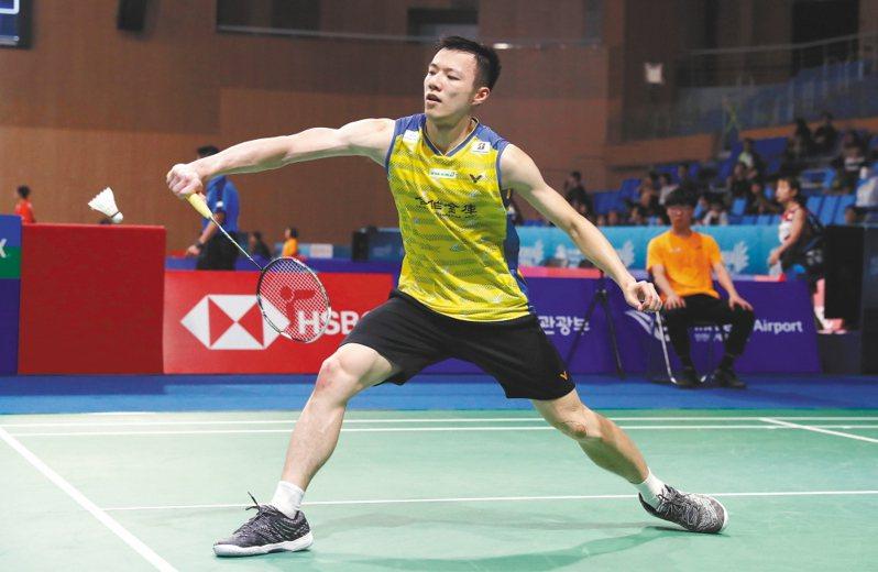 台灣「羽球王子」王子維參加印度西德莫迪羽球國際賽,僅用33分鐘就以21:9、21:7輕取南韓好手孫完虎。 歐新社