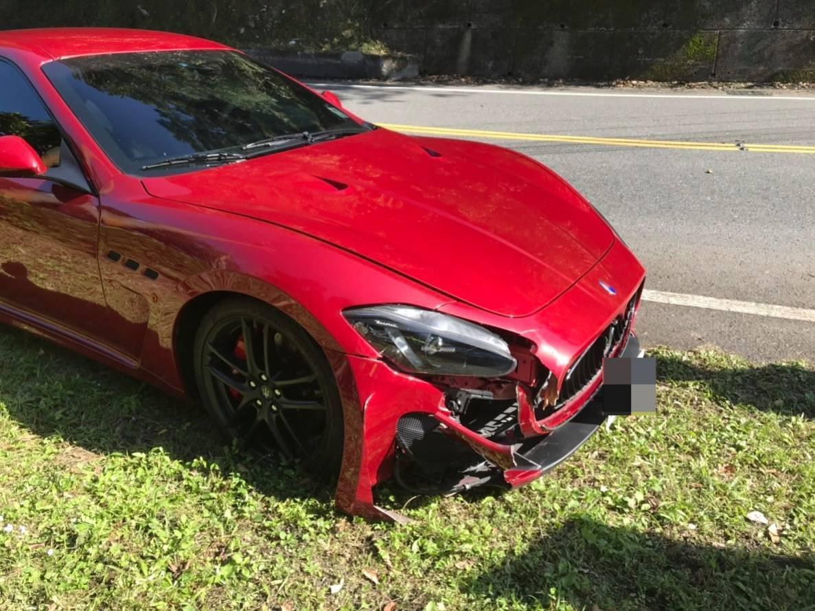 去年12月,新北市北宜公路發生全台限量的紅色海神瑪莎拉蒂超跑自撞車禍。 圖/聯合...