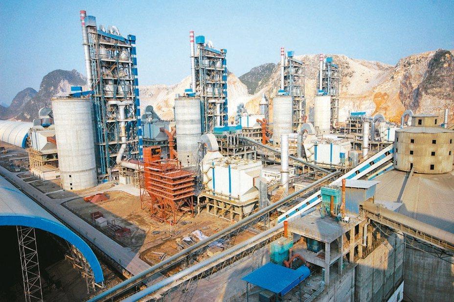 受惠於中國大陸基建投資規劃、與地方政府專項債券動撥的政策引領,推動水泥需求,引動水泥股表現強勢。 本報系資料庫