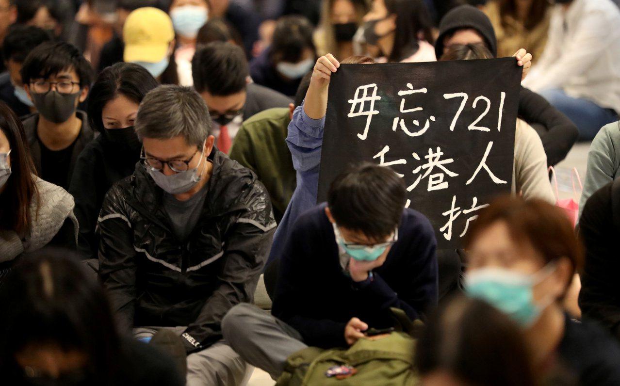 英國自由撰稿記者比瑞爾19日在「泰晤士報」撰稿,批評部分英國籍警察在香港反送中示...