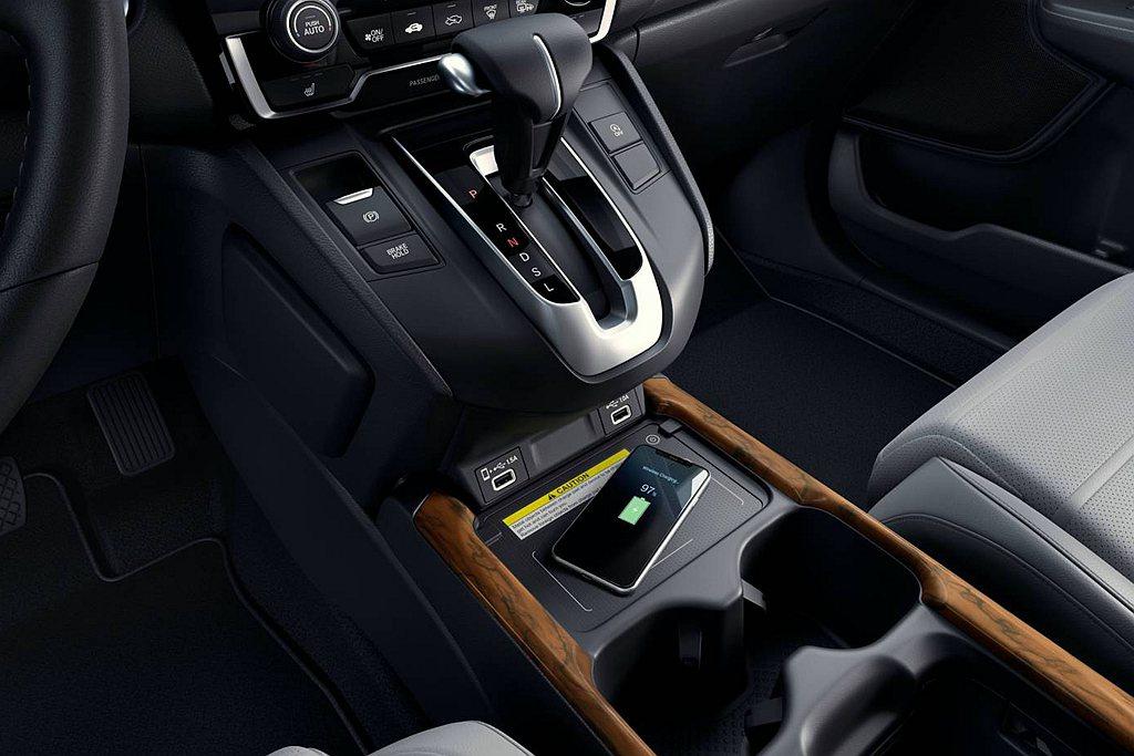 頂級車型Honda CR-V Touring多了無線充電版、9具揚聲器的高級音響...