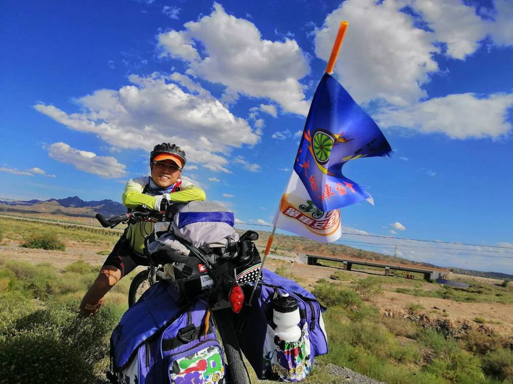 絲路行程的路線,從敦煌出發,共1340公里,騎了14天,壯麗的風景令謝文甲懷念不...