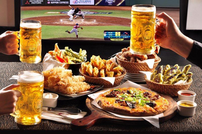台北凱撒飯店Checkers餐廳首次加起巨型螢幕,並供應「球賽良伴酒食搭」,讓三...