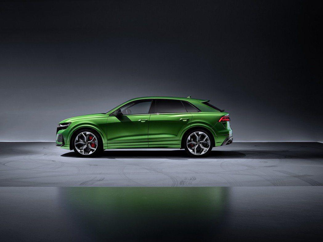 全新Audi RS Q8在車身尺碼上與一般版本稍有不同,車長5,012mm、車寬...