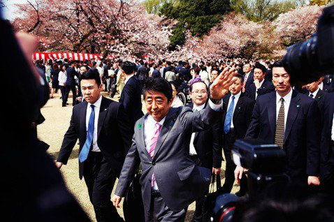 2019年11月20日,日本內閣總理大臣安倍晉三的任期邁入2,887天,成為自1...