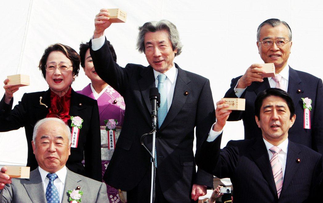 自平成時代以來,30年之間,絕大多數的首相任期大多一年多,除了小泉純一郎當了5年...