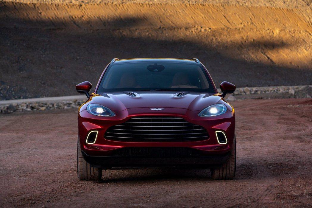 車頭延續DB車系的水箱罩,讓SUV也有跑車般的霸氣。 Aston Martin提...