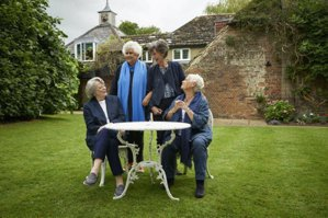 《女神們的下午茶》:英國戲劇四大女爵,笑談半世紀演藝人生