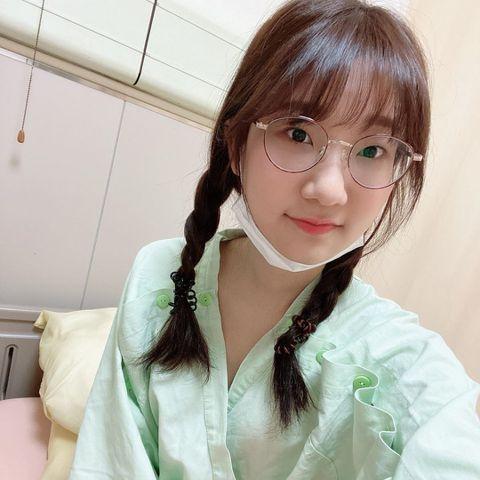 擁有近85萬粉絲訂閱的知名Youtuber「愛莉莎莎」日前赴韓國訪問《明星來解謎》固定班底,因唸錯藝人名字慘遭網友罵翻。今(21日)愛莉莎莎突然在IG上宣告暫停工作兩週,今天起住院開刀動手術。照片中...
