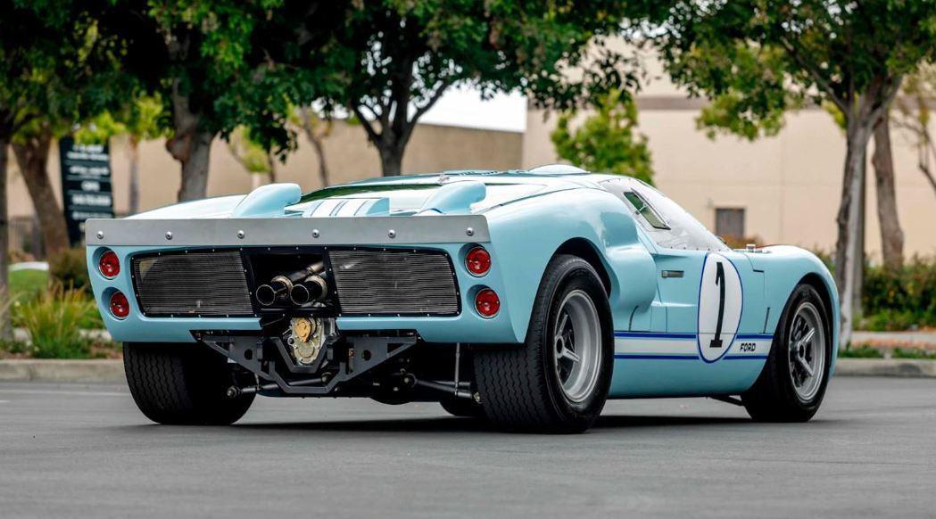 這輛GT40為劇組復刻兩輛中的其中一輛。 摘自mecum.com