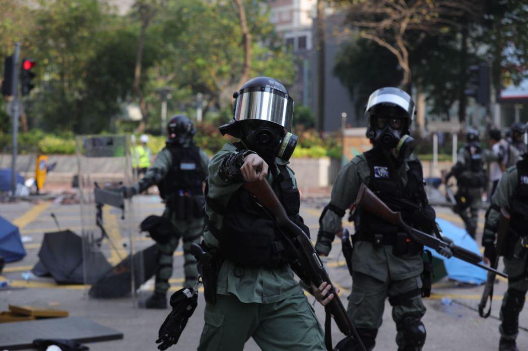 參議院外交委員會副主席梅南德茲表示,剛通過的法案向中共明示,若對香港人民進行任何軍警行動,將會導致嚴重制裁。 圖/歐新社
