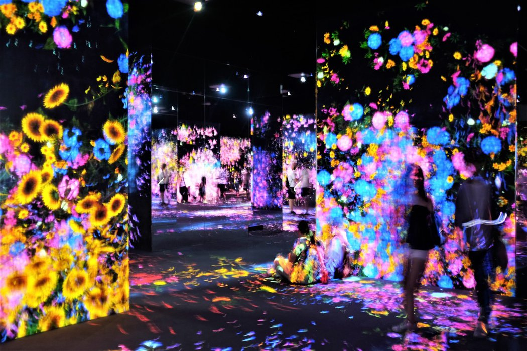 teamLab Borderless這座前所未有的美術館以光影打造出一個無疆界的數位電子新世界。