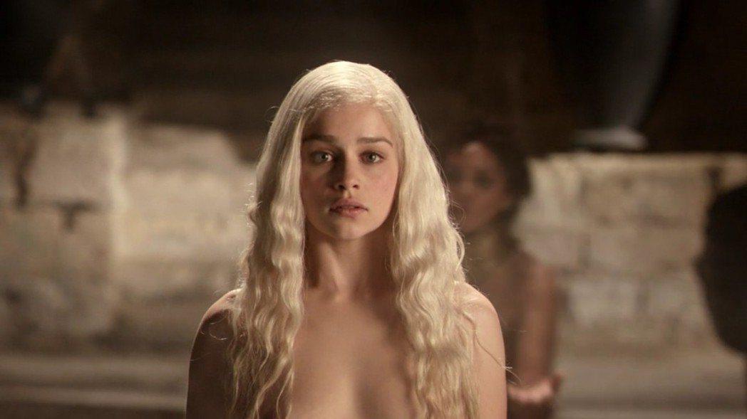 艾蜜莉亞克拉克坦言在「冰與火之歌:權力遊戲」拍裸露鏡頭,內心有過不少掙扎。圖/摘...
