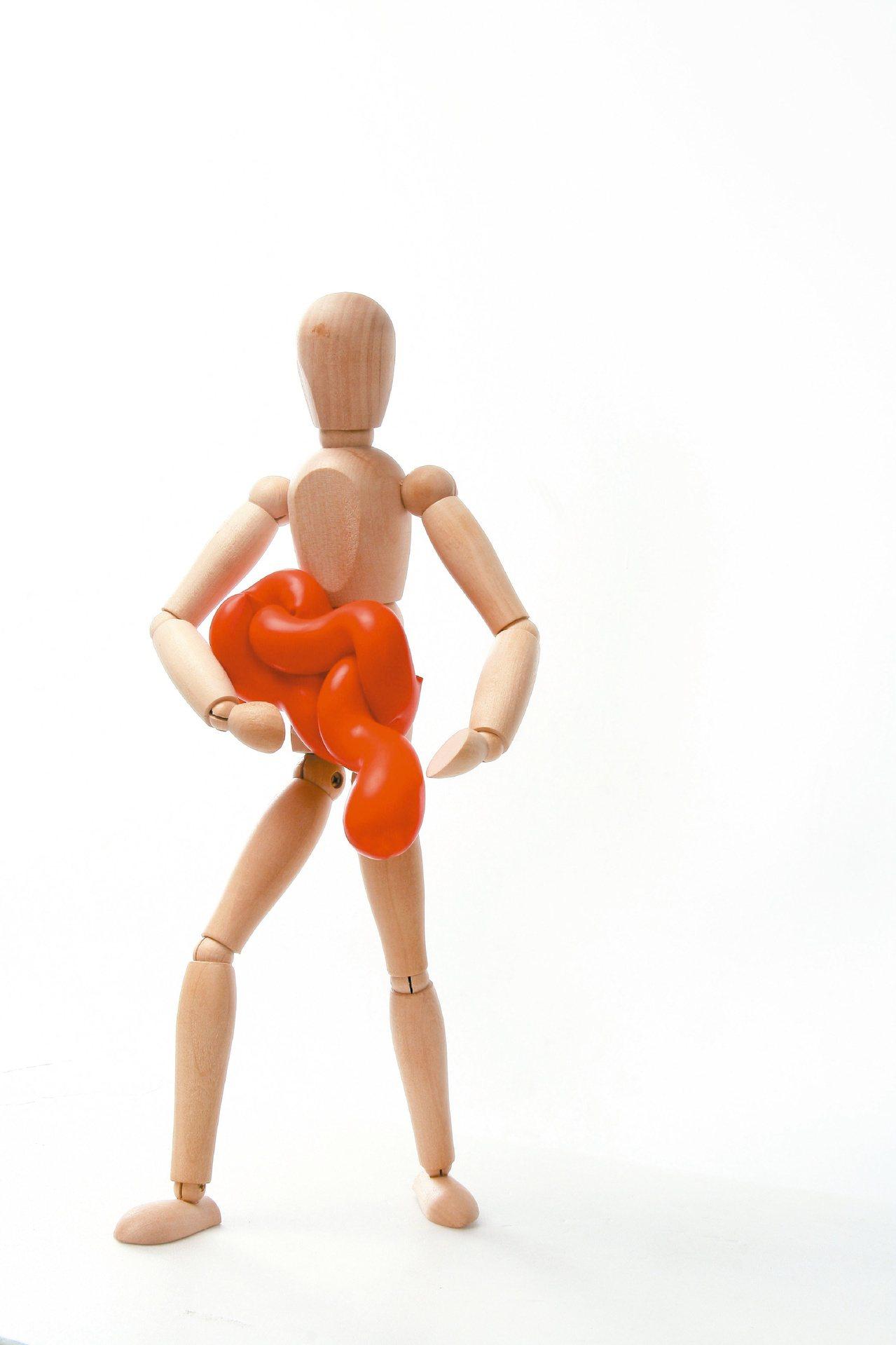 成人疝氣有九成都是腹股溝疝氣,男性占大多數,但男女老少都可能發生腹股溝疝氣。本報...