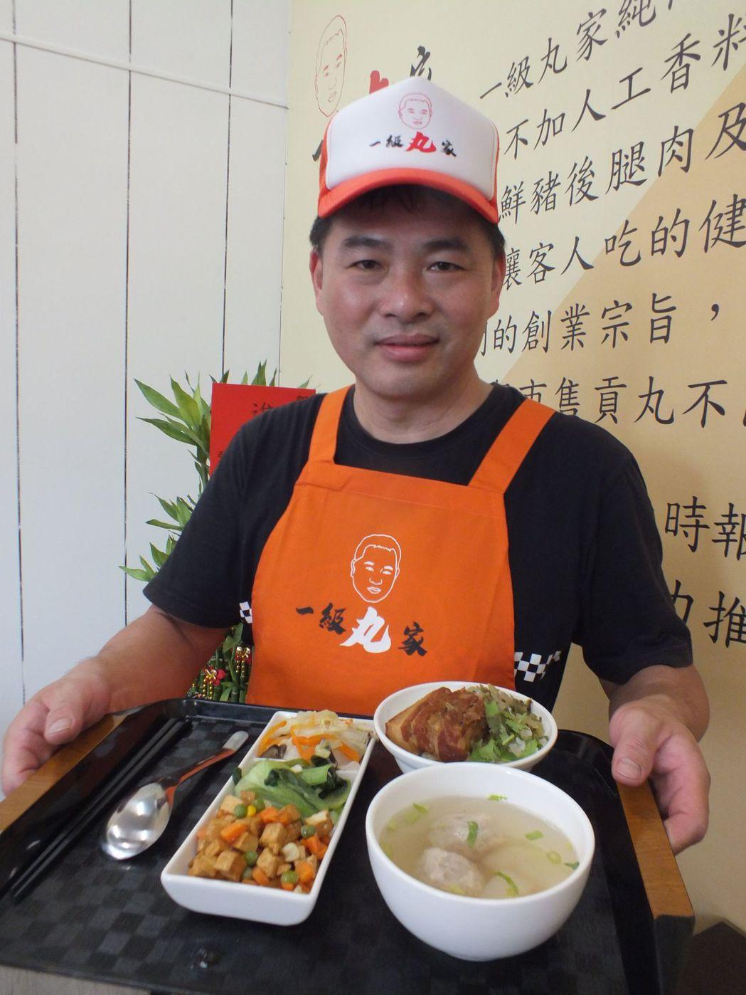 50歲張俊隆創立「一級丸家」純肉手工貢丸品牌,本月中旬在台中市烏日區中華路開設實...