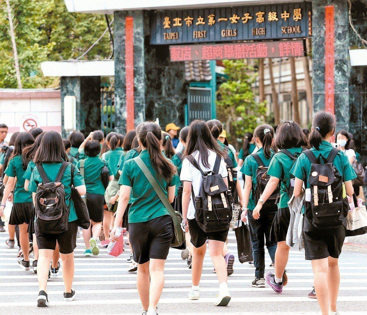 因應目前少子化,未來各校可能都會面臨學生招收不足的狀況,全台灣純男、女校高中職只...