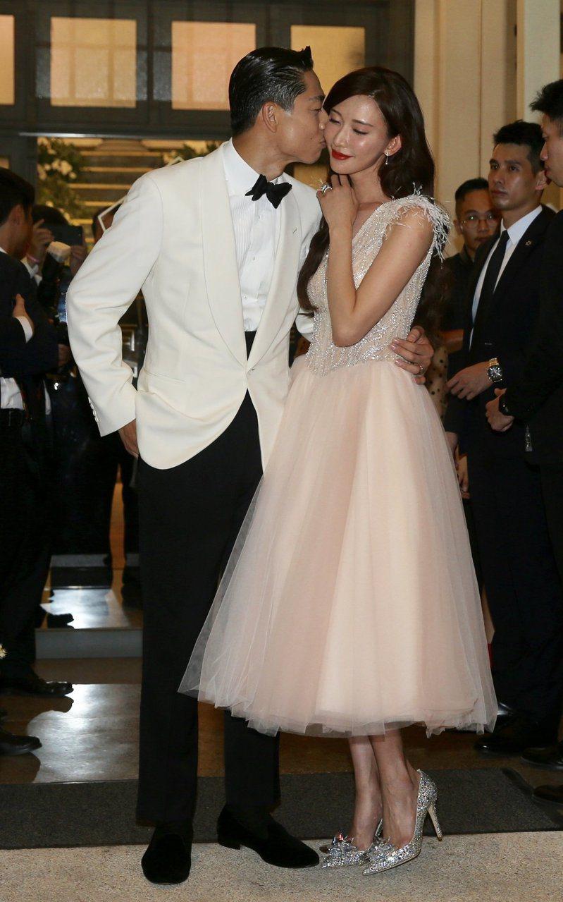 林志玲、AKIRA的世紀大婚在11月17日完成,成為當日的新聞熱點,部分網友更笑說「堪比國慶日」了。記者林伯東/攝影