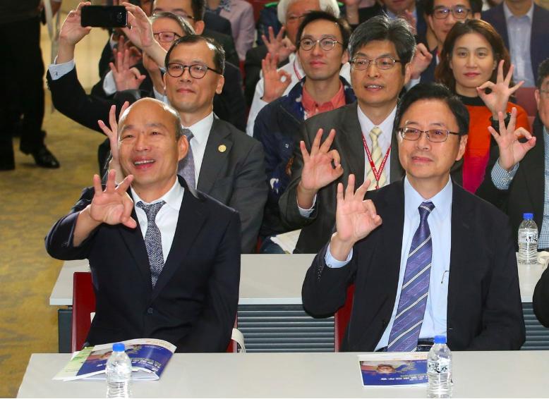國民黨總統參選人韓國瑜(左)、右為副手張善政。記者林澔一/攝影