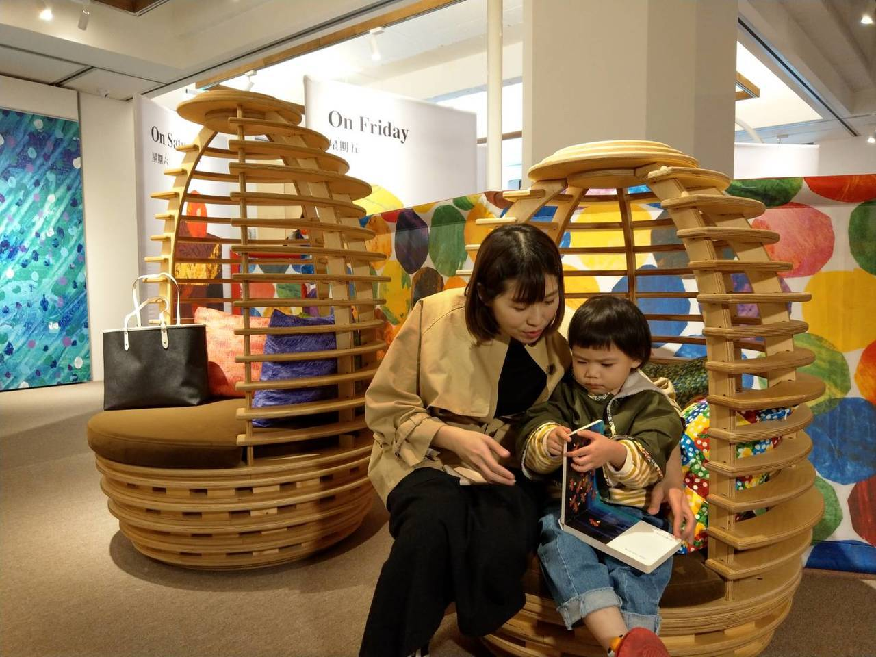 兒科醫師表示,親子共讀應從零歲就要開始培養,超過兩歲後便很難養成習慣。 本報資料...