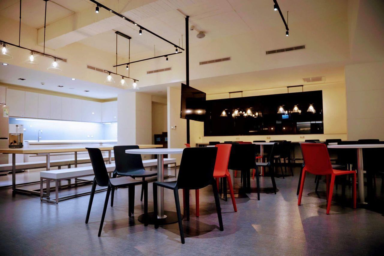 羅東博愛醫院本月起為手術室醫護團隊打造嶄新的休息室,結合休息與用餐需求。圖/羅東...