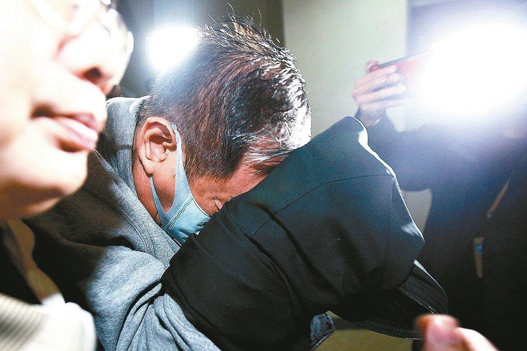 夏于喬父親夏世紘(中)涉吸金,北檢複訊後聲押禁見,他提抗告遭高院駁回。記者蘇健忠...
