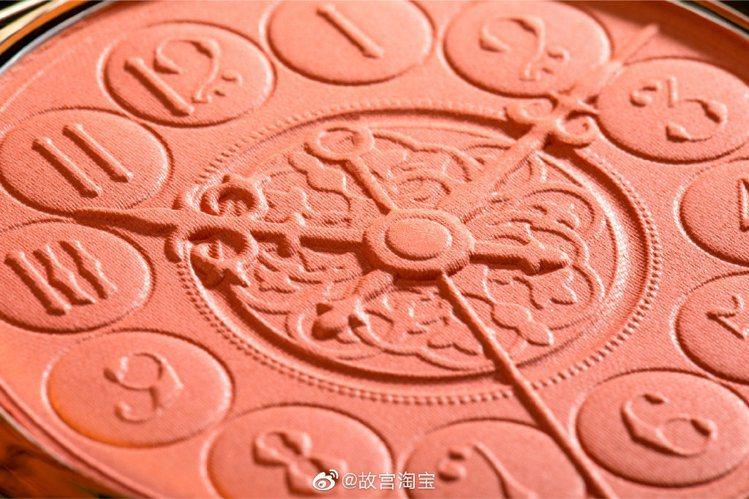 北京故宮閃耀星河彩妝中的頰彩盤。圖/摘自微博