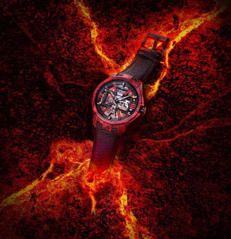 雅典錶新款鏤空岩漿腕錶,結合超輕碳纖維與紅色大理石紋環氧樹脂,激盪出強烈的視覺反...