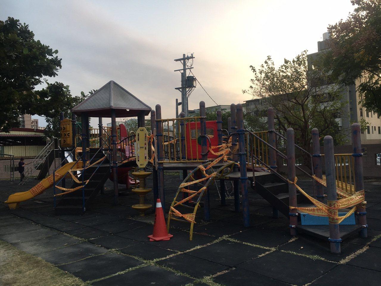 苗栗縣國小校園遊具安全檢測合格率僅11.9%,校園的遊具設施圍起封鎖線。圖/議員...