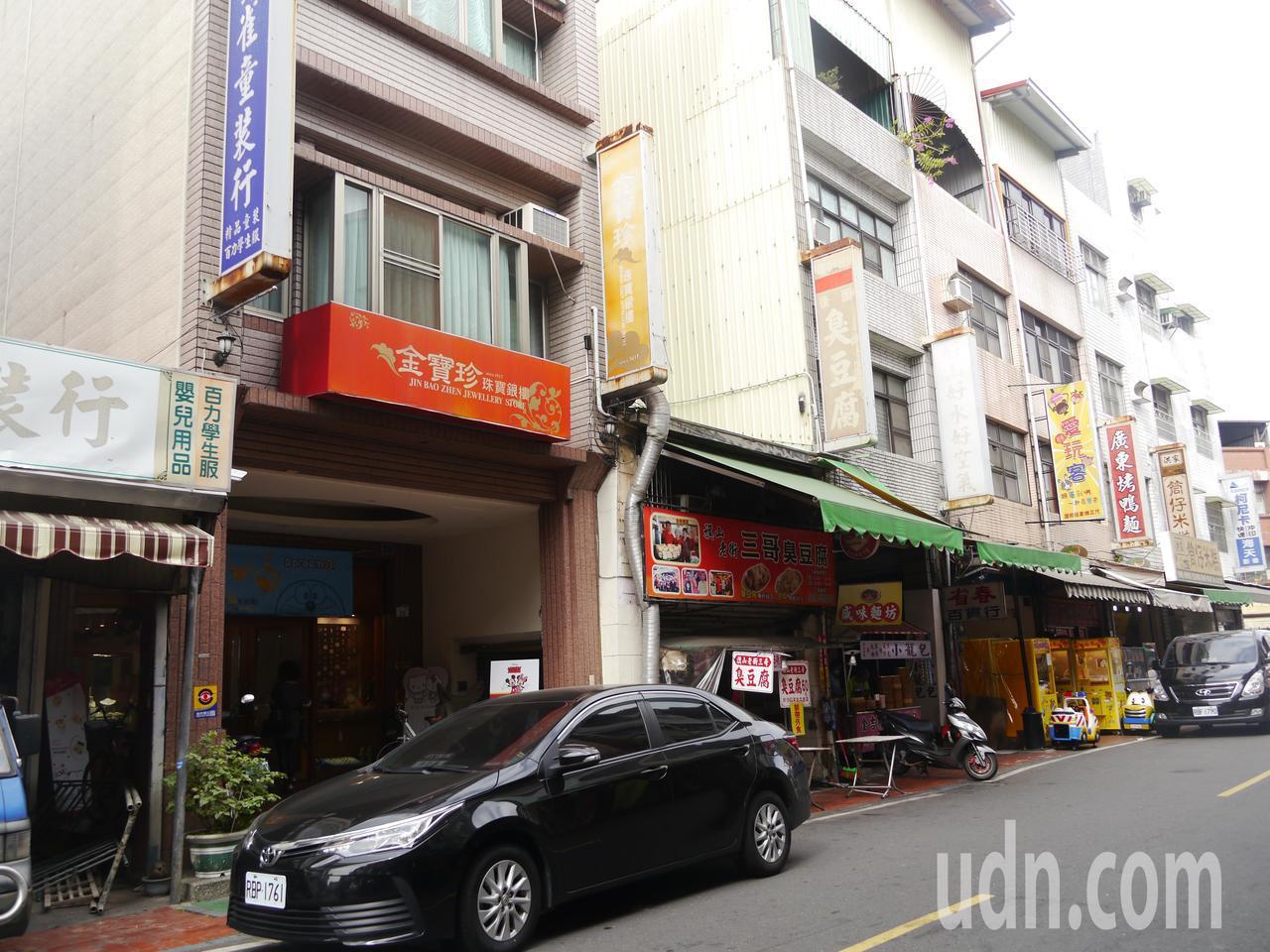被搶金飾的銀樓是旗山中山路老街上老字號店家,經營已有百年之久。記者徐白櫻/攝影