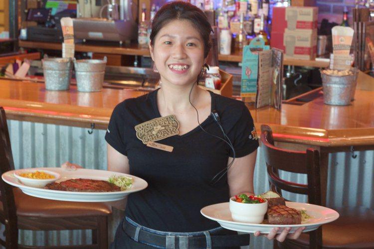Texas Roadhouse德州鮮切牛排松高、台中餐廳則是有牛排第2客半價優惠...