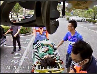 待產婦國道突陣痛,趕到消防員車上接生成功。圖/台南市消防局提供