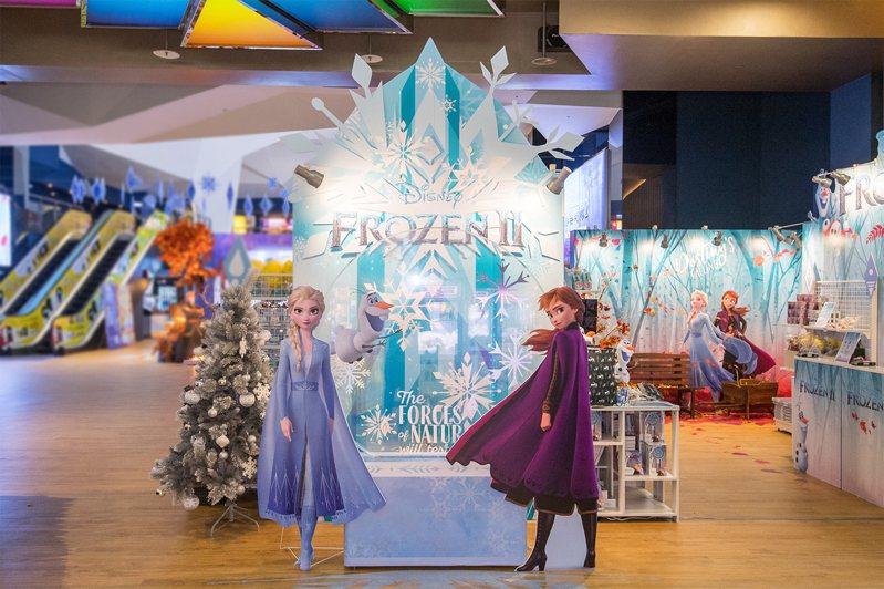 京站威秀推出北區獨家「冰雪奇緣期間限定店」。圖/邁思娛樂提供