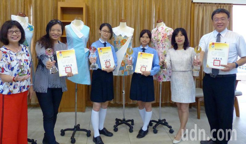 員林家商服裝科服裝設計組獲得第5名金手獎和第13名優勝。記者凌筠婷/攝影
