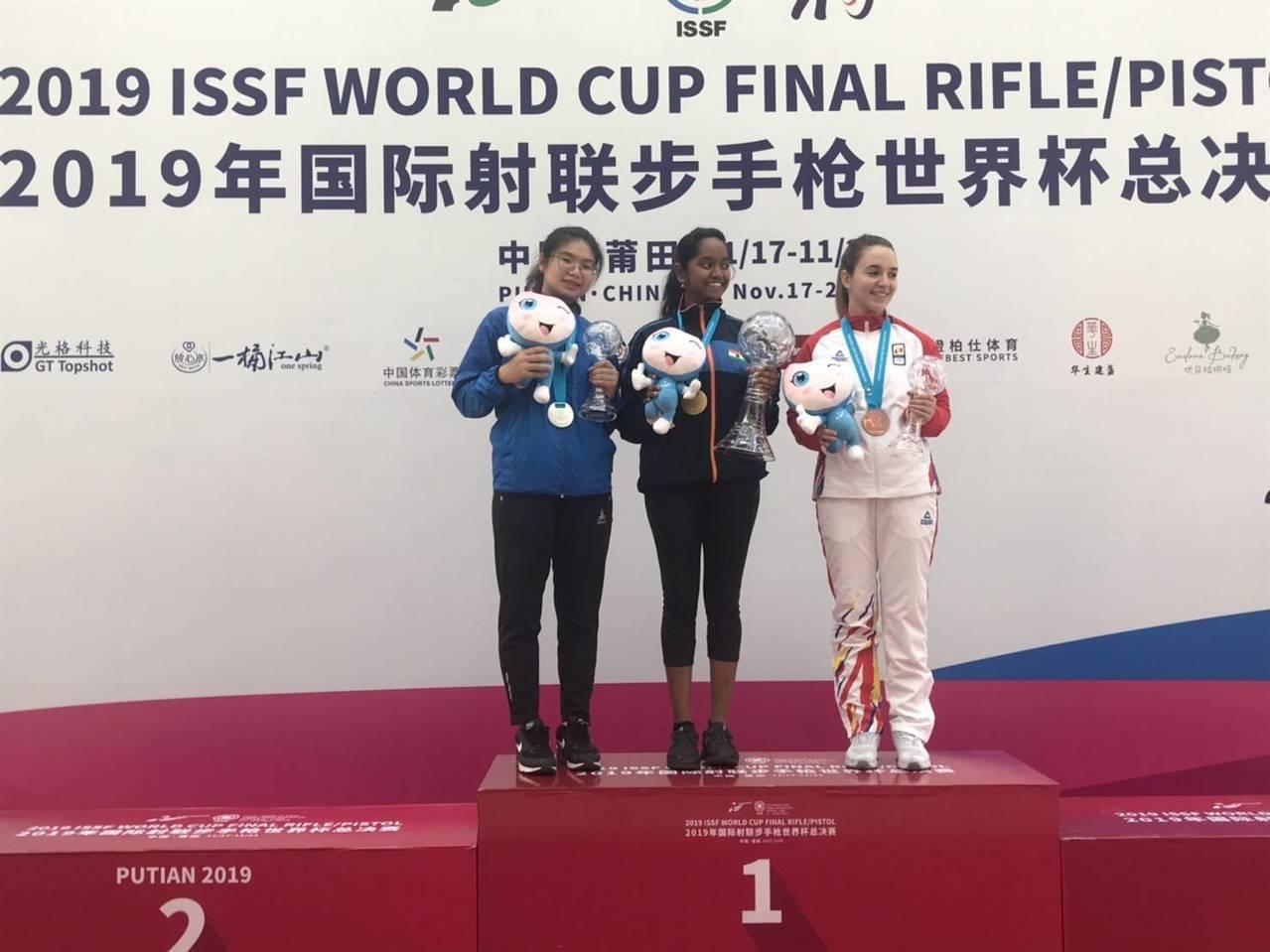 林穎欣在世界盃年終總決賽女子10公尺空氣步槍射下銀牌。圖/中華民國射擊協會提供