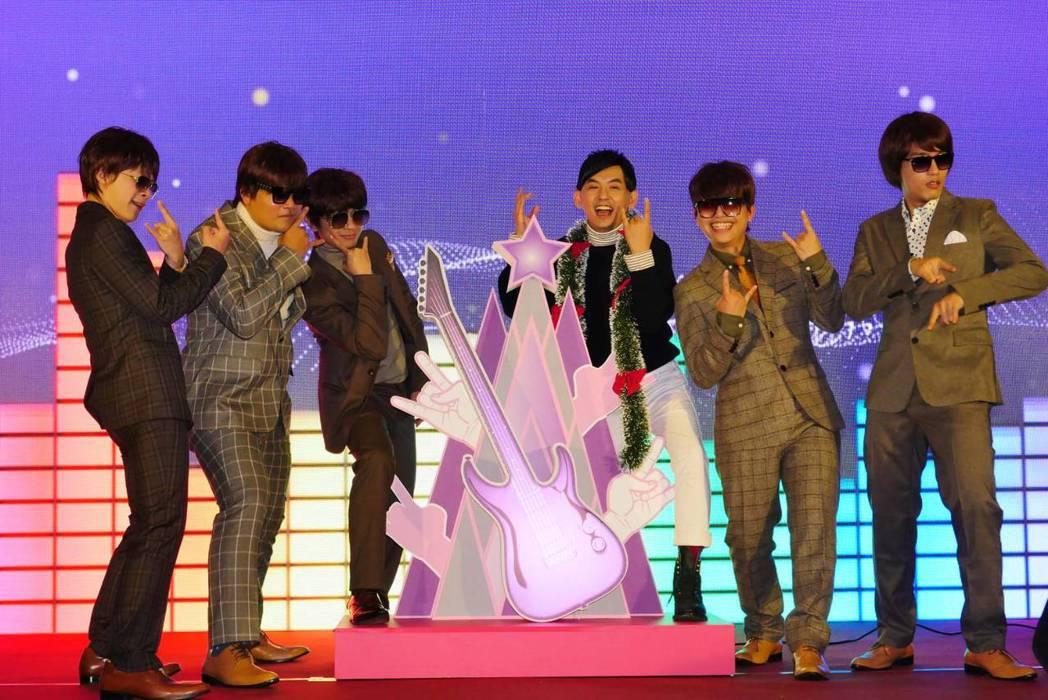新北歡樂耶誕城巨星演唱會12月14、15日登場,蕭敬騰、鄧紫棋接力壓軸。記者施鴻