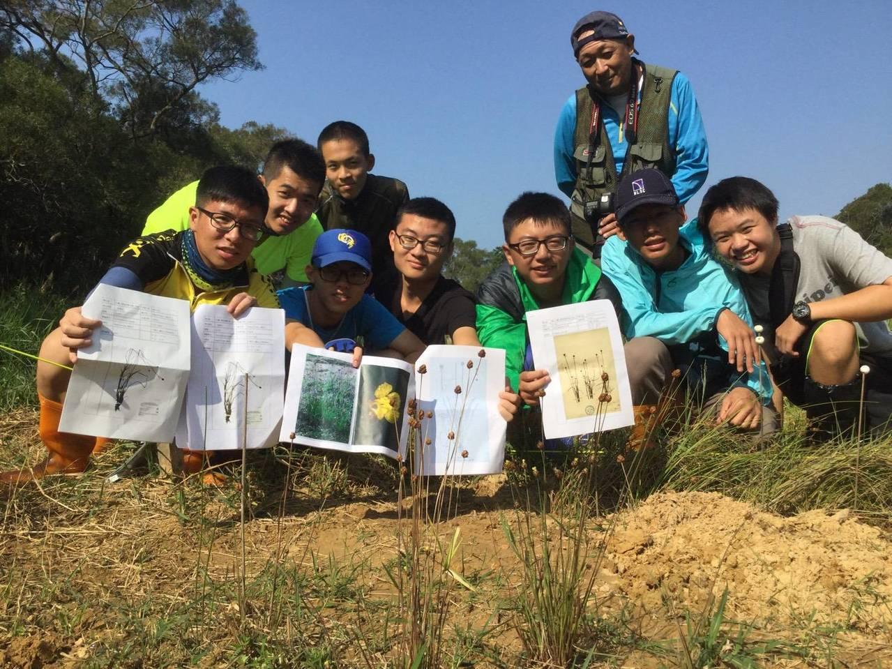 桃園武陵高中自行車隊上周施行新計畫,騎到100公里外的新竹,一睹臨滅絕物種「桃園...