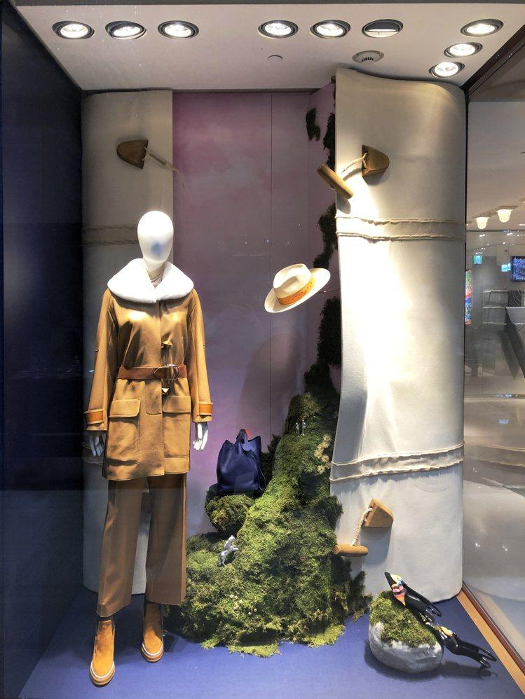 愛馬仕櫥窗以「Hermès Dream」為主題,透過日常現實和童話世界之間的「入...
