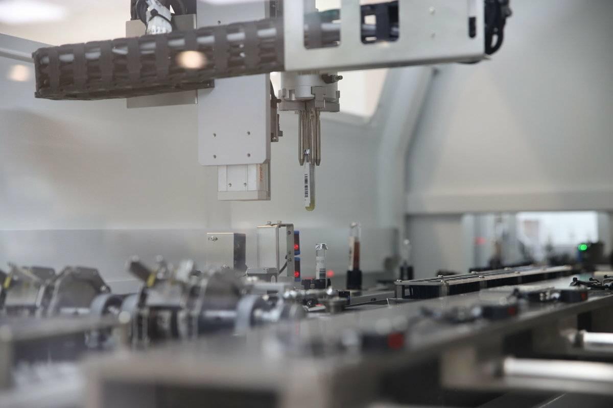 桃園長庚全自動智能檢驗室,引進Hitachi雙層雙向四軌設計的高效能自動軌道系統...