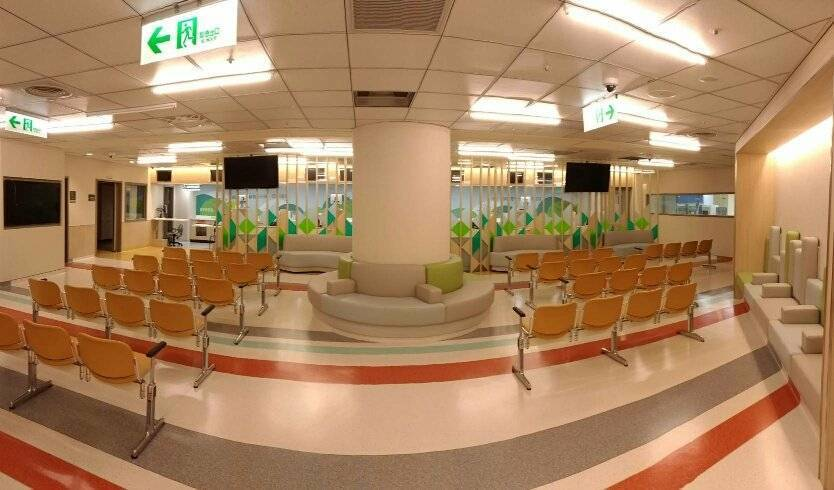 溫馨寬敞的抽血櫃檯等候。圖/桃園長庚醫院提供