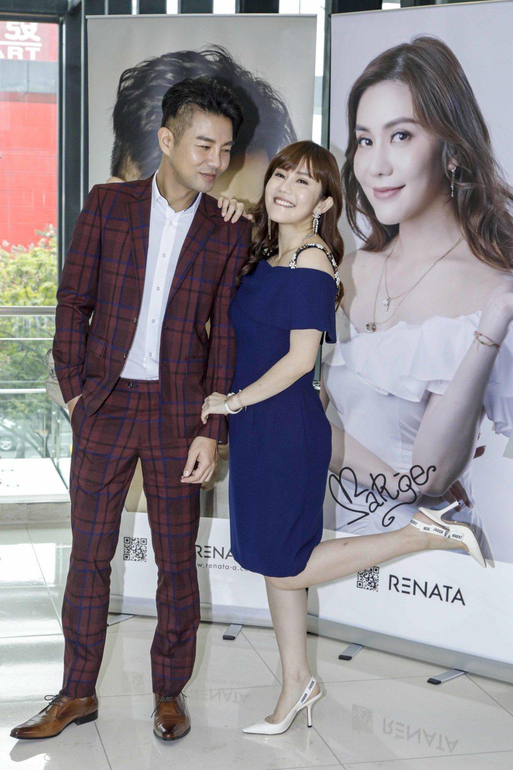 謝承均(左)、王宇婕推出髮品聯名商品。圖/三立提供