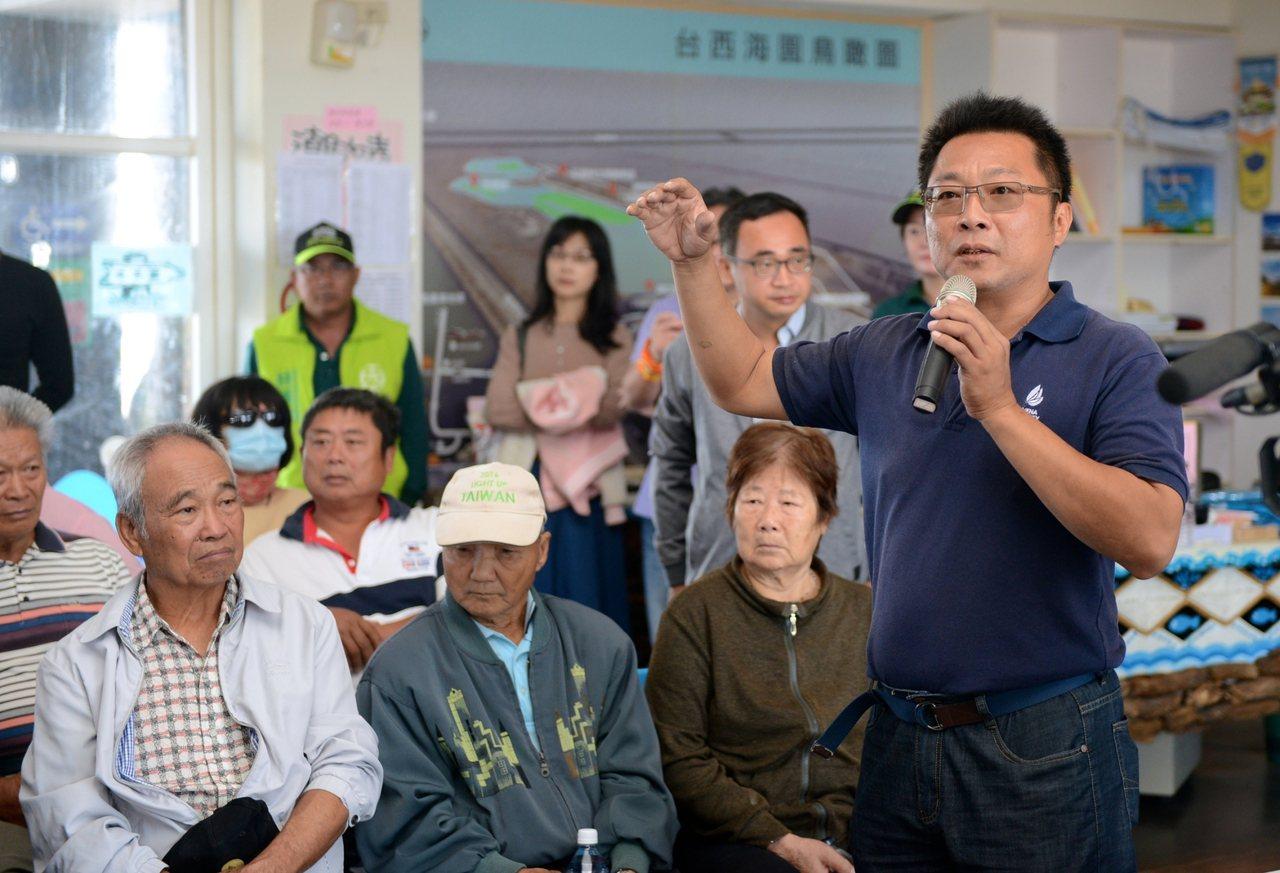 台西鄉民向立院經濟委員會當面陳情建議依台西風情打造光電園區的遊客中心帶動觀光,為...