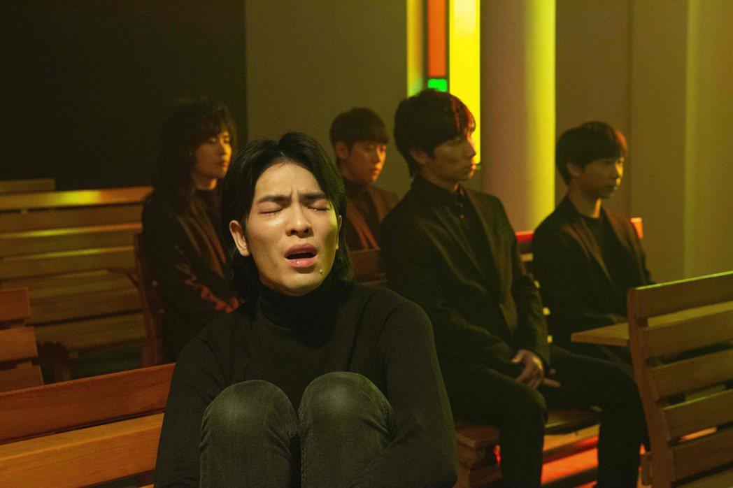 「獅子」第二波主打「蕭志達」,為蕭敬騰獻給他已故叔叔的歌。圖/華納唱片提供