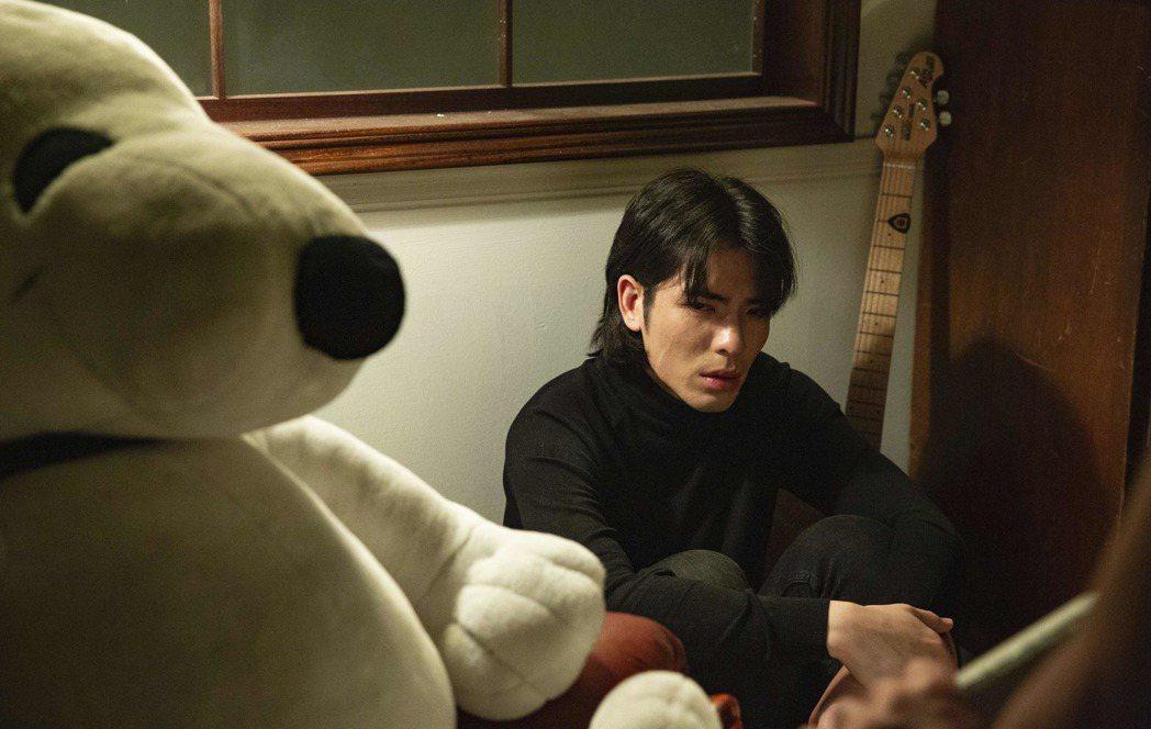 蕭敬騰拍攝「蕭志達」MV,想到已故叔叔數度眼淚潰堤。圖/華納唱片提供