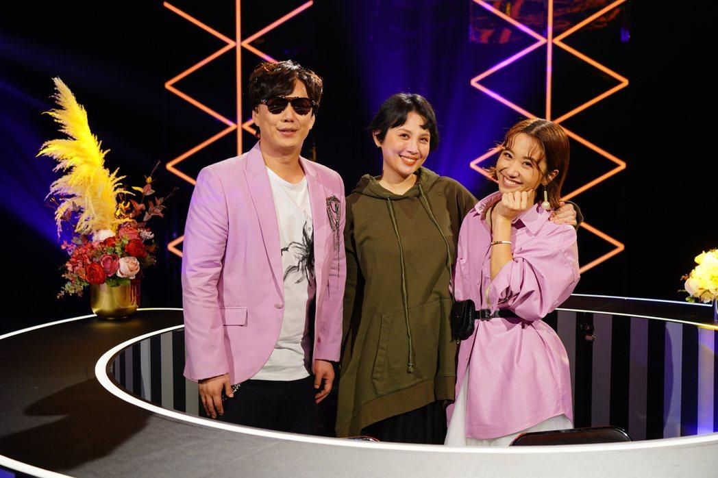 Lulu(右)和蕭煌奇(左)搭檔新節目,魏如萱來上節目當嘉賓。圖/華視提供