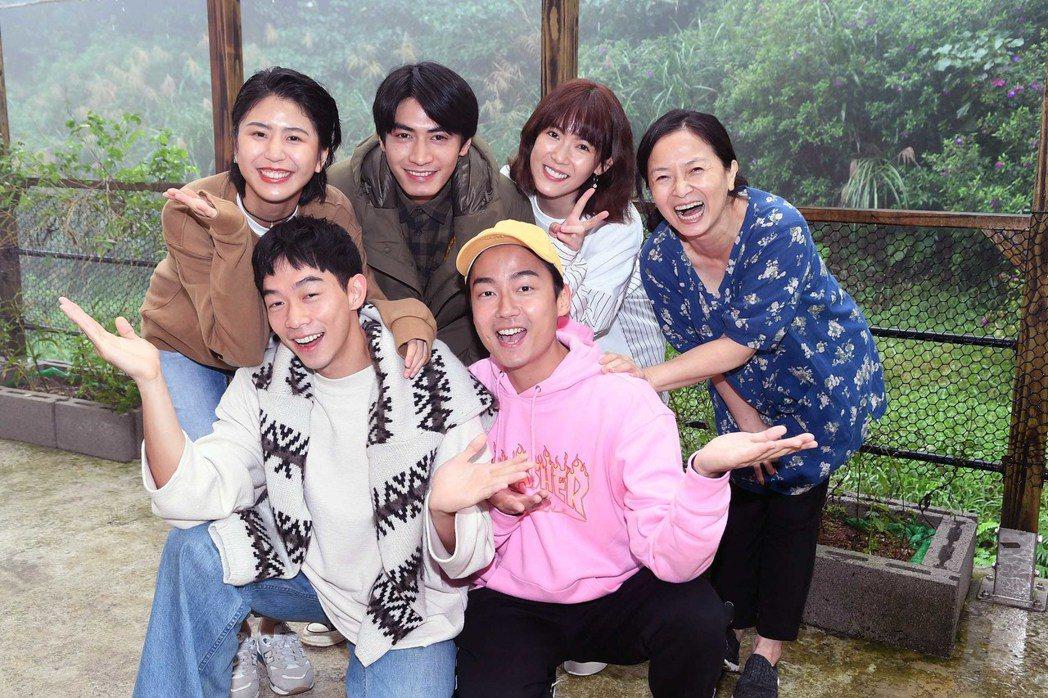 謝瓊煖(右起)、孫可芳、「大鶴」林鶴軒、宋柏緯、王可元、陳璇遠赴金山拍攝新戲。圖