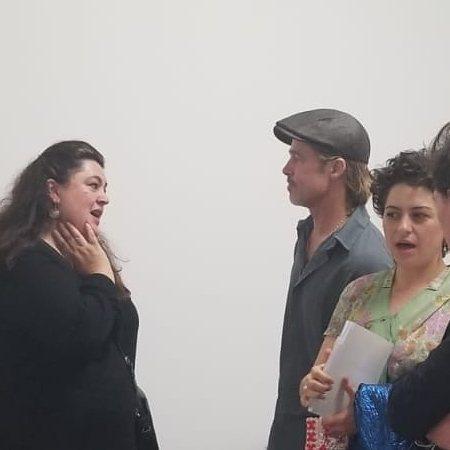 布萊德彼特和艾莉亞修凱特(右)也曾被拍到一起看藝術展。圖/Instagram
