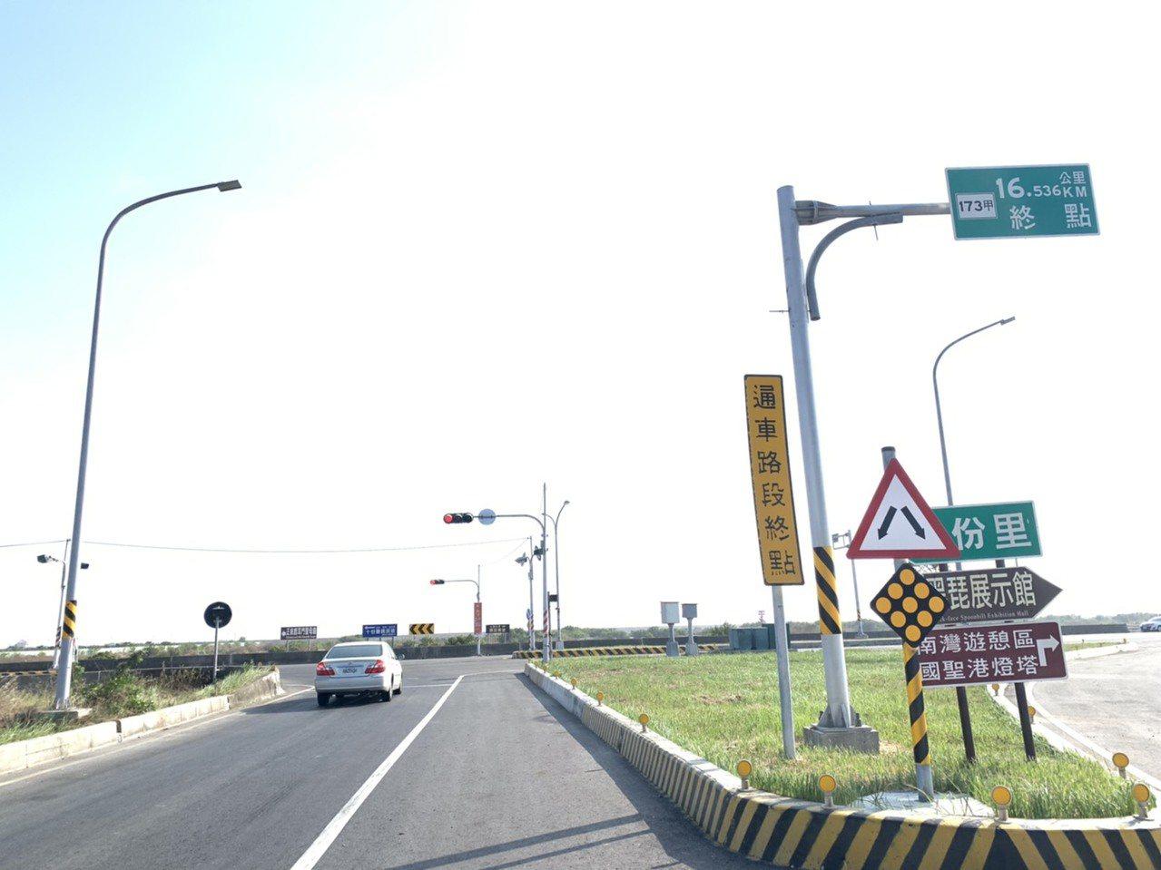 西濱快速道路台61終點站目前只到台南七股十份交流道。記者吳淑玲/攝影
