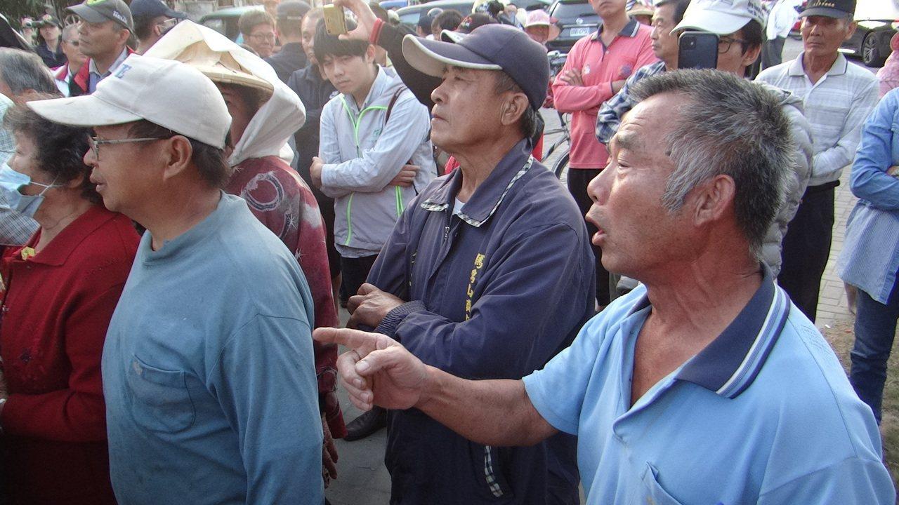 農民希望政府建立可長可久機制,免得年年讓中盤商操弄,欺負農民。記者蔡維斌/攝影